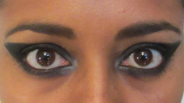 Red Carpet Winged Eyes open