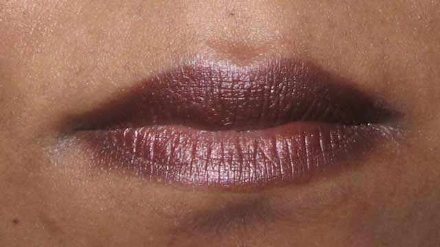 Jelly Pong Pong 2-in-1 Eyeliner & Shadow in Bronze lips
