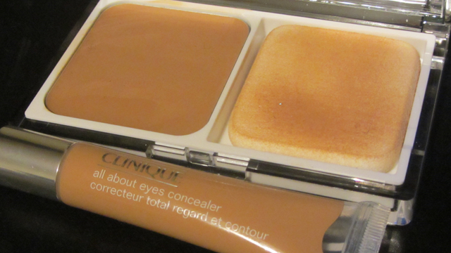 Clinique Even Better compact makeup in 18 Sand and All About Eyes Concealer in 08 Deep Honey