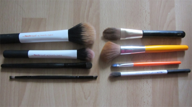 Dark Blue Eyes and Ultra Nude Lips tools