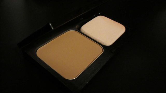 Bobbi Brown Illuminating Finish Powder Compact Foundation SPF12 in Golden 6