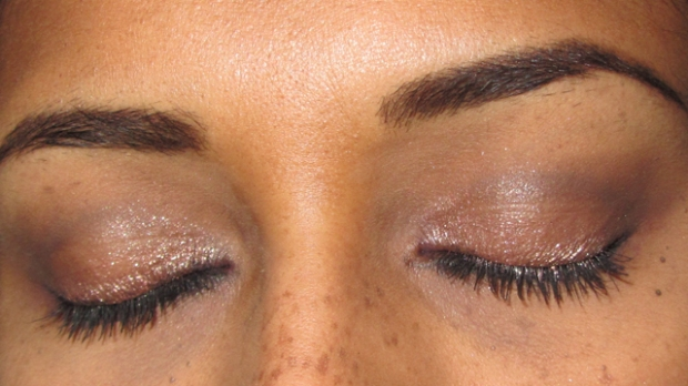 Quick Copper Smokey Eyes With Makeup Revolution closed eyes
