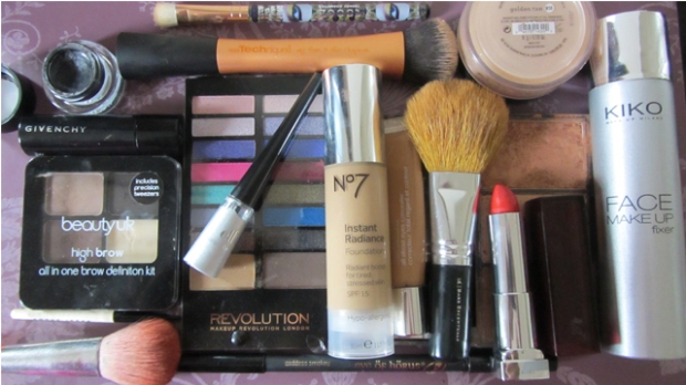 Bright Silver Eyes With Red Rosy Lips - kit