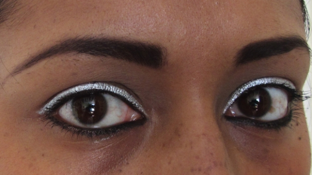 Bright Silver Eyes With Red Rosy Lips - even in the shadows the eyeliner shines right through!