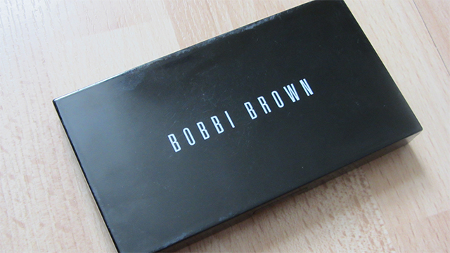 Bobbi Brown Skin Weightless Powder Foundation in Golden