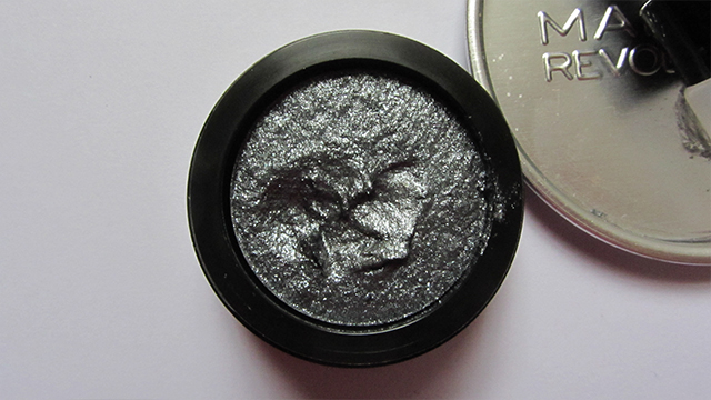 Makeup Revolution Awesome Metals Foil Finish Eyeshadow in Black Diamond