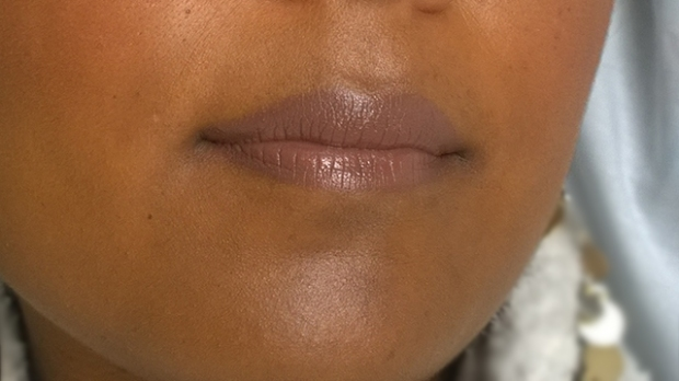 Strobing - Cupids bow and chin highlight close-up