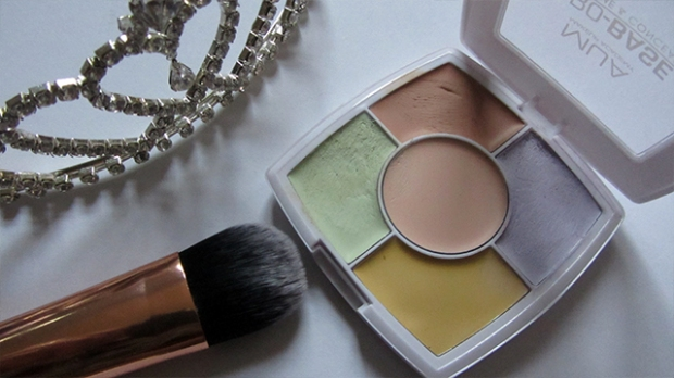 tiara MUA Pro Base Prime and Conceal Real Techniques flat foundation brush