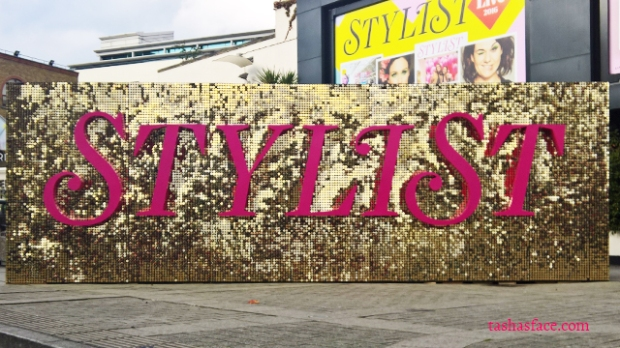 stylist live 2016 pink and gold sign