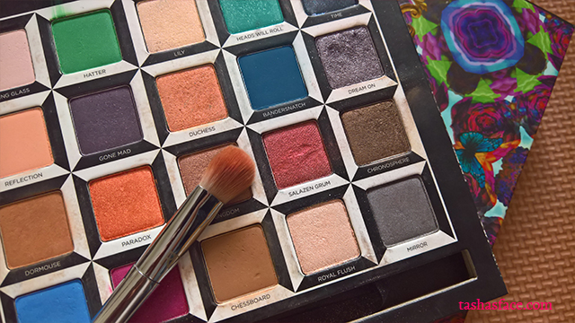 Urban decay alice in wonderland through the looking glass palette salazen grum eyeshadow